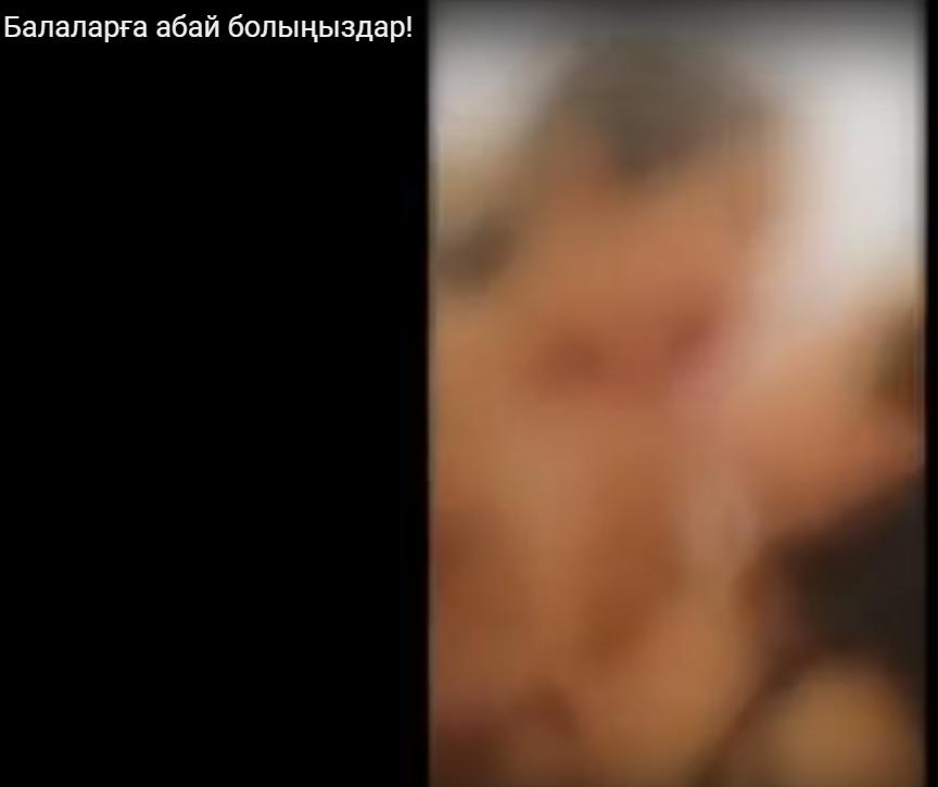 Бүлдіршін қыздардың жалаңаш сүйіскені елді шошытты (видео )