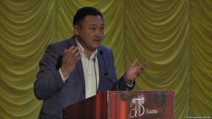 Сот Ерлан Біләлға «Қазақстанның Еңбек сіңірген қайраткері» атағын қайтарып берді