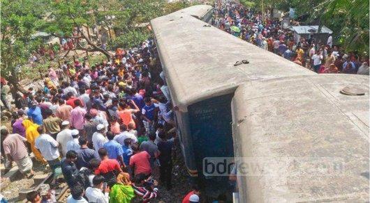 Бангладеште пойыз рельстен шығып кетті: Опат болғандар бар
