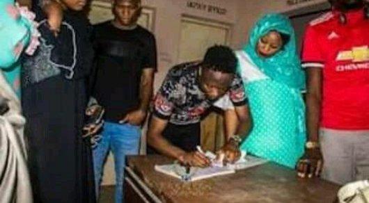 Футболшы Рамазан айында 40 адамды түрмеден шығарып алды