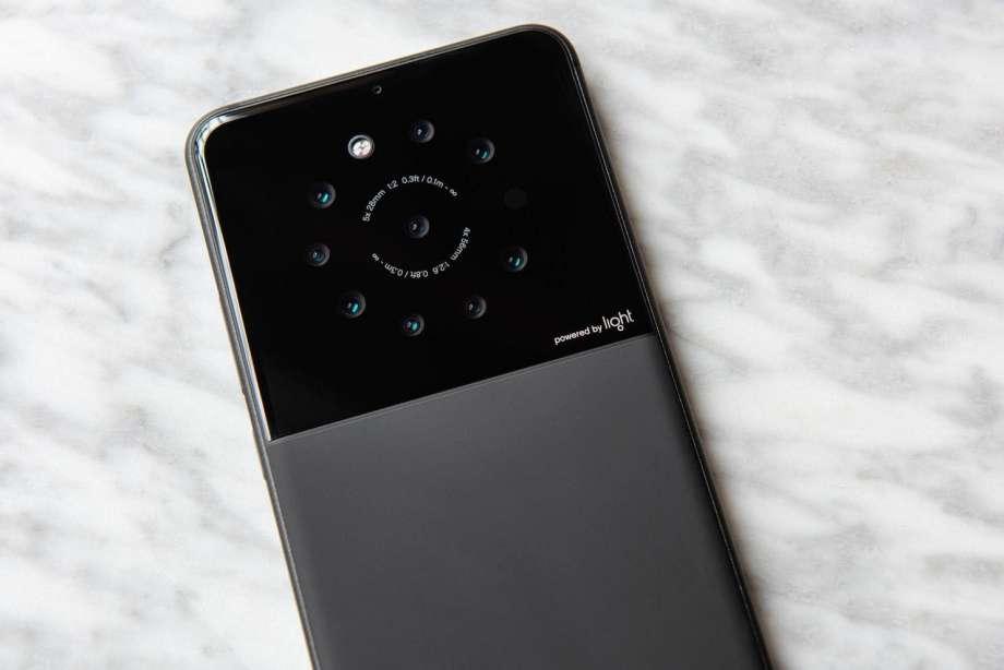 Тоғыз камералы смартфон пайда болды