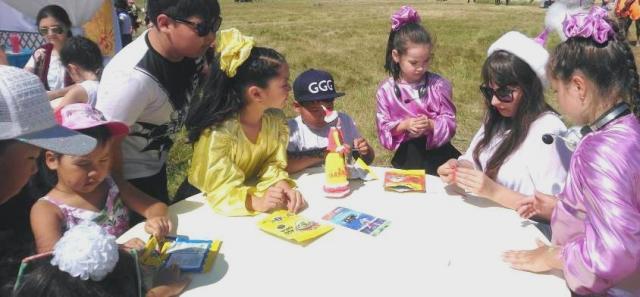Павлодарлық балалар ермексаздан ұлттық нақыштағы қуыршақ жасауды үйренуде