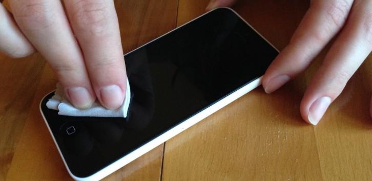 Телефонның экранын немен және қалай сүрткен дұрыс?