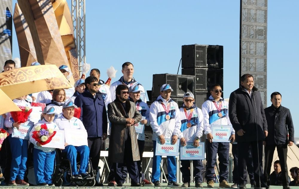 Назарбаевтың тұлпары бас бәйгені қанжығасына байлады (видео)