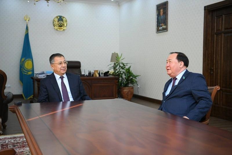 Түркістан облысының әкімі Ж.Түймебаев мәжіліс депутатымен кездесті
