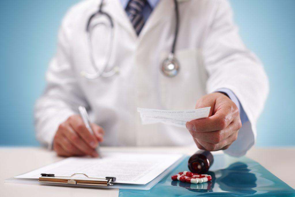 Шымкентте тегін медициналық анықтаманы сатып келгендер анықталды