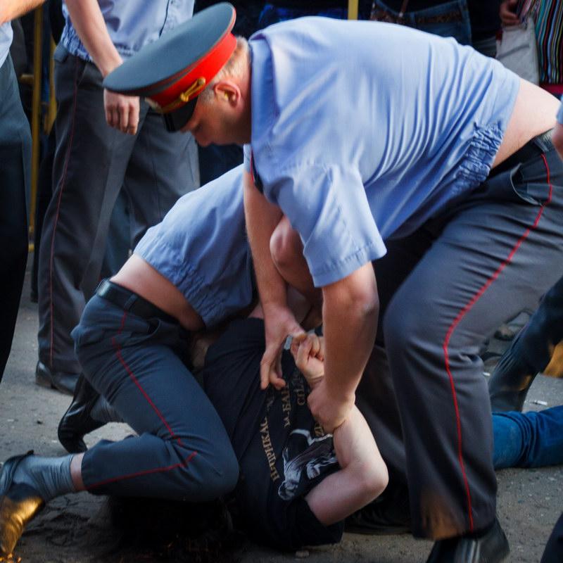 Шымкенттік азамат полиция қызметкерлерінің жағасына жармасты