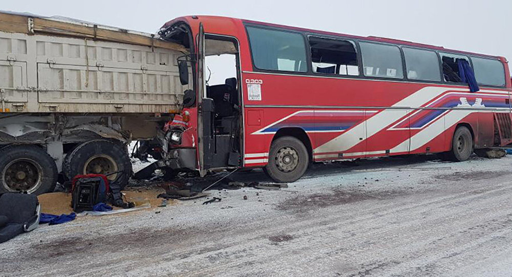 Қарағанды облысында 45 адам мінген автобус жүк көлігімен соқтығысты