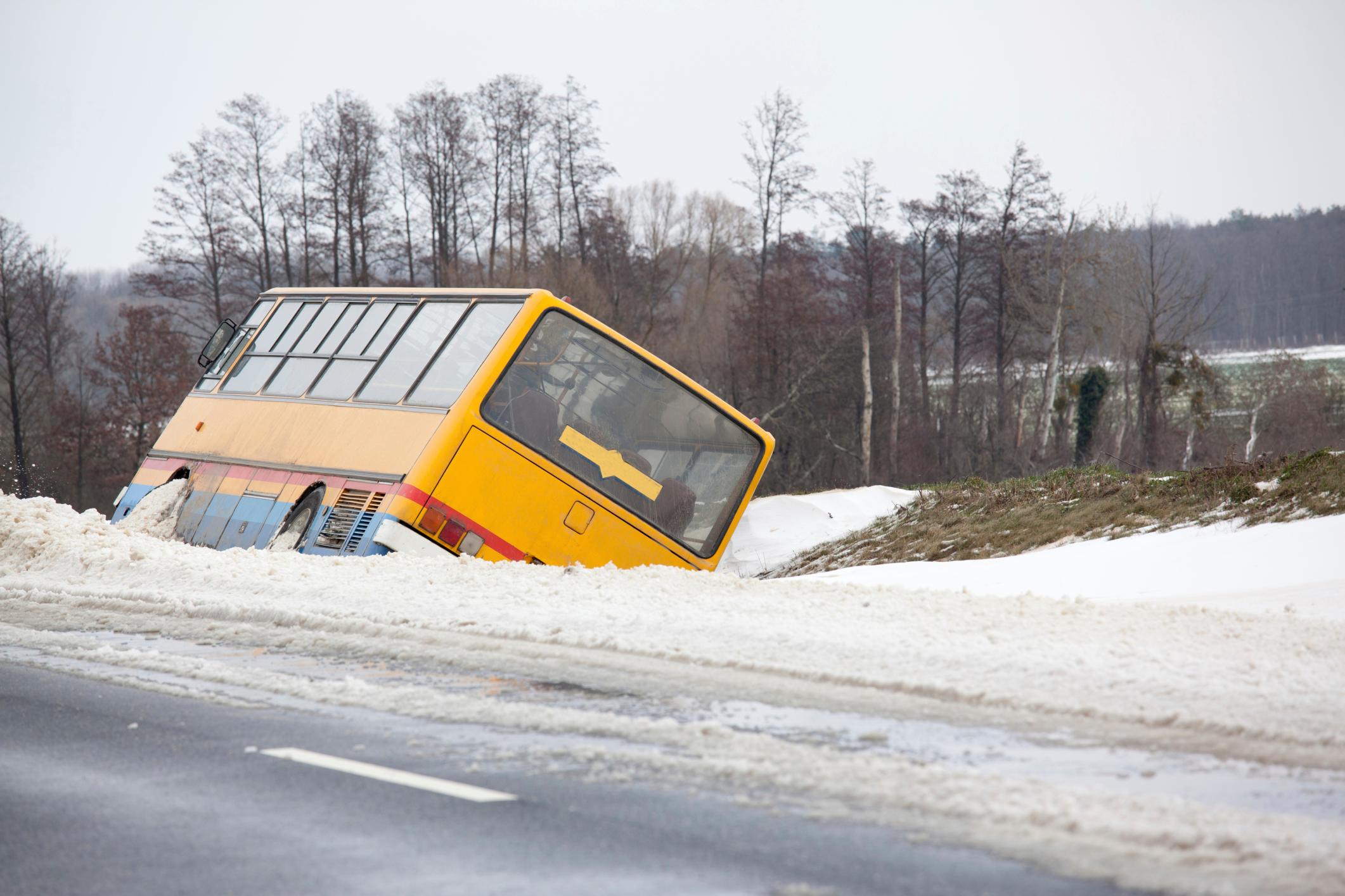 Самара-Шымкент трассасында автобус аударылды