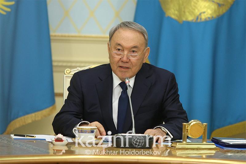 Нұрсұлтан Назарбаев жас сарбаздармен кездесуде