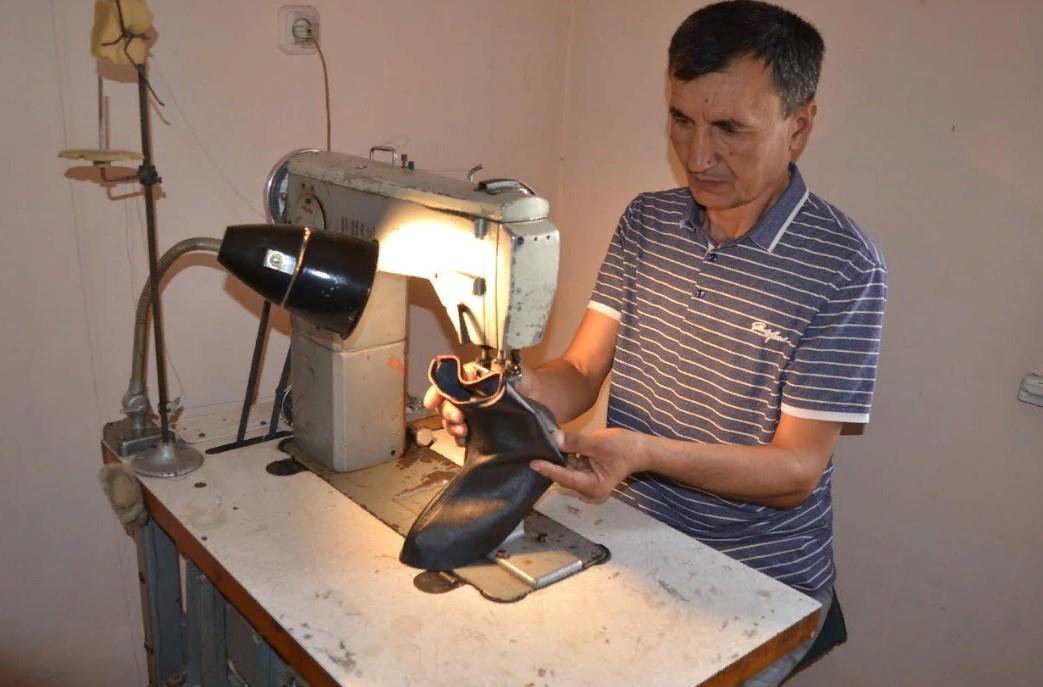 Түркістандық шебер аяқкиім тігетін шәкірттер дайындауды көздеп отыр