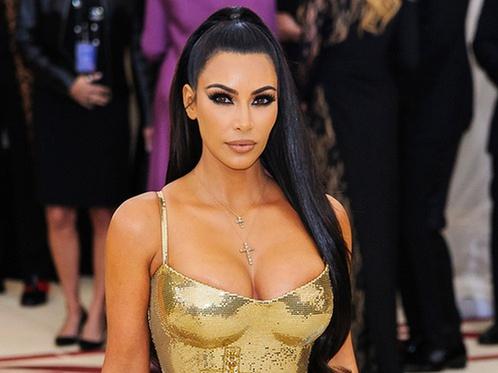 Ким Кардашьян 57 миллион теңгеге тісін бриллиантпен қаптатты