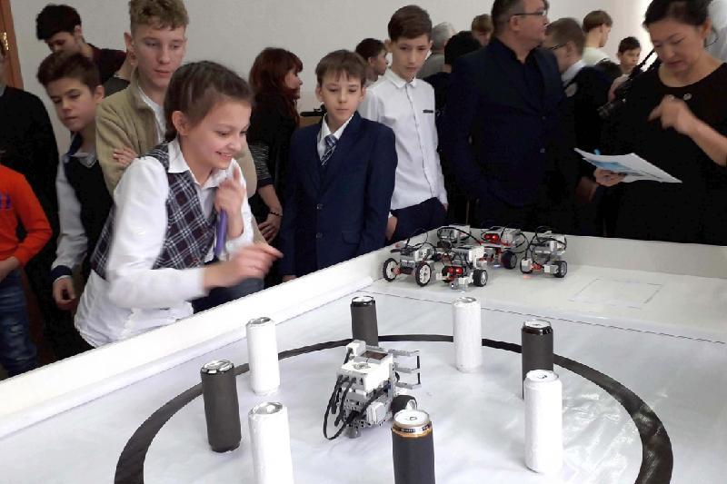 6-летние дети соревнуются в робототехнике в Карагандинской области