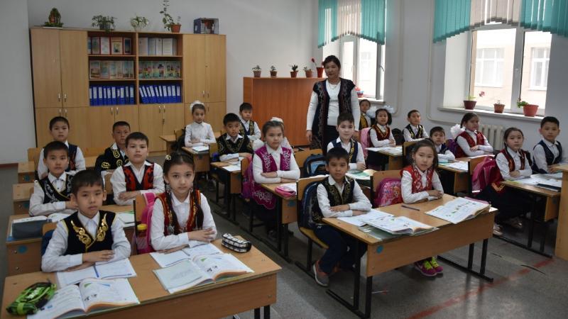 Қызылордалық ұстаздар мен оқушылар мектепте ұлттық киім киеді