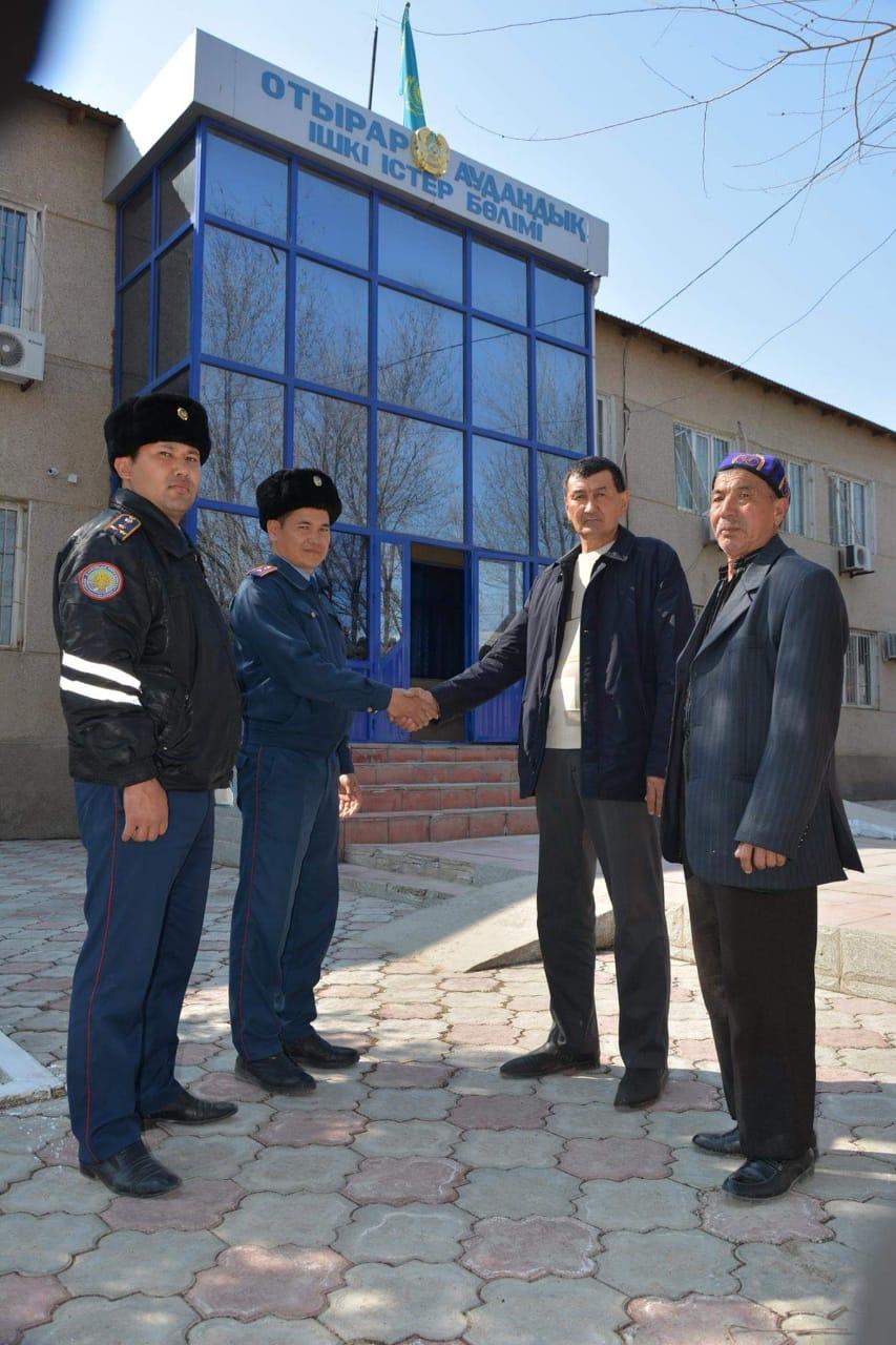 ТҮРКІСТАН: Полицейлер ауыл тұрғындарына жоғалған малдарын қайтарып берді
