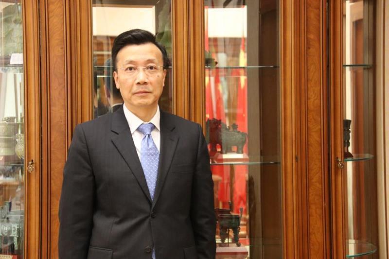 ҚХР Елшісі қытайлық бизнесменді құтқарған полицейлерге алғыс айтты