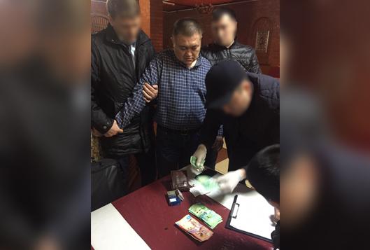 Қызылордада полиция департаменті бастығының орынбасары пара алу кезінде ұсталды