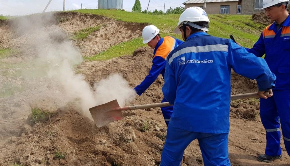 ШЫМКЕНТ: Экскаваторшы 8 мыңнан астам үй мен бірнеше мекемені табиғи газсыз қалдырды