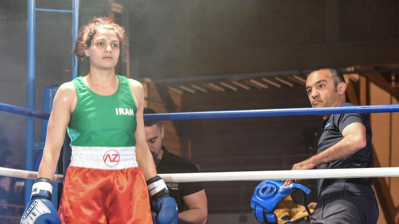 Рингке хиджабсыз шығып кеткен Иранның боксшы қызын соттағалы жатыр