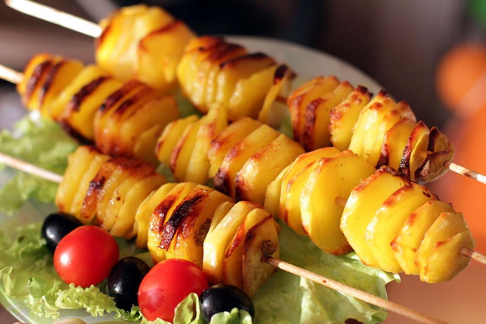 Шоққа піскен картоп. Табиғат аясында картоптан кәуап жасап жегенге не жетсін!