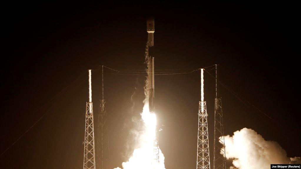 SpaceX ғаламторға арналған 60 жасанды жер серігін орбитаға шығарды (видео)