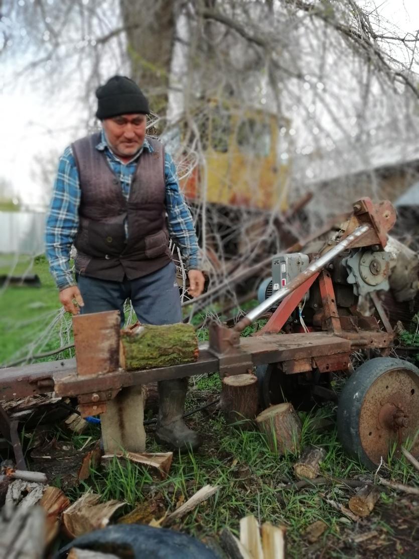 Ауылда тұратын ақсақал отын жаратын машина жасап шығарды