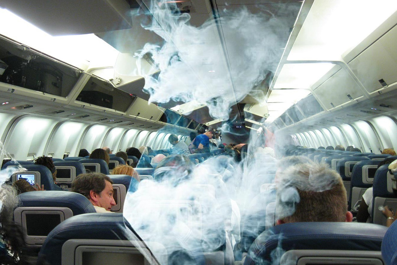 Темекі шеккен бойжеткенді «Шереметьево-Нұр-Сұлтан» рейсінен түсіріп тастады