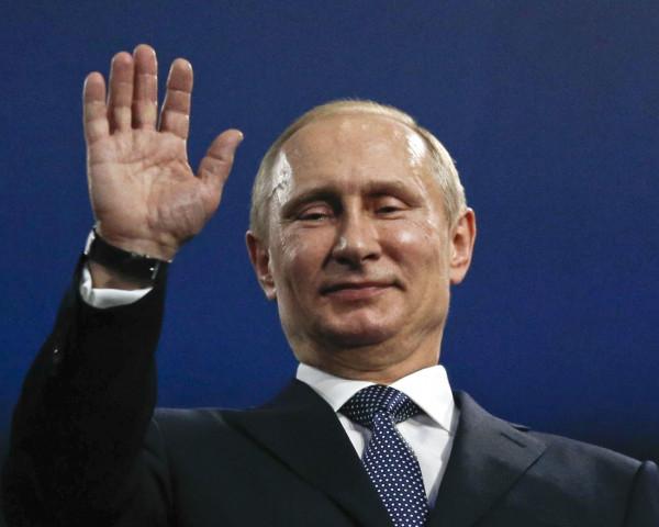 Әнші Путинмен кешкі ас ішкені үшін сотталды