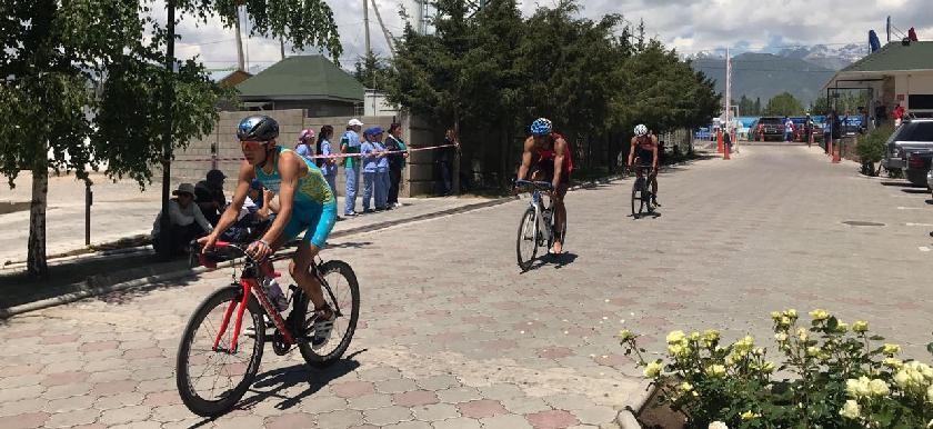 Қазақстандық триатлоншылар Орталық Азия чемпионатынан 12 медаль жеңіп алды