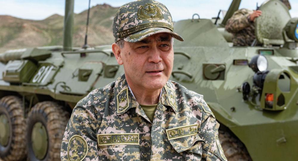 Ермекбаев Арыстағы жарылыстан қаза тапқан әскерилердің үйіне барды