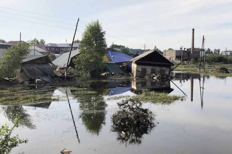 Сібірге су тасқынының екінші толқыны келді – 475 үй су астында қалды