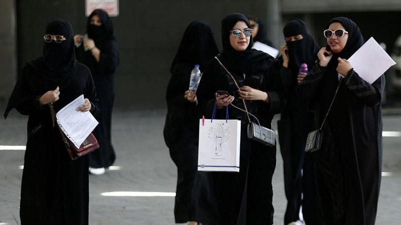 Сауд Арабиясында әйелдерге өздігінен саяхаттауға рұқсат берілді