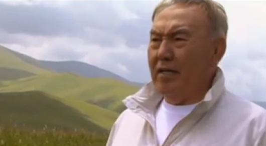 Желіде Назарбаевтың ән салған видеосы жарияланды