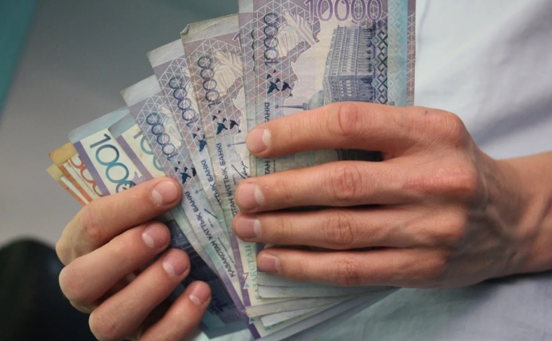 ШЫМКЕНТ: Түрмеде жазасын өтеушіден 150 000 теңге пара алған бөлім басшысы сотталды