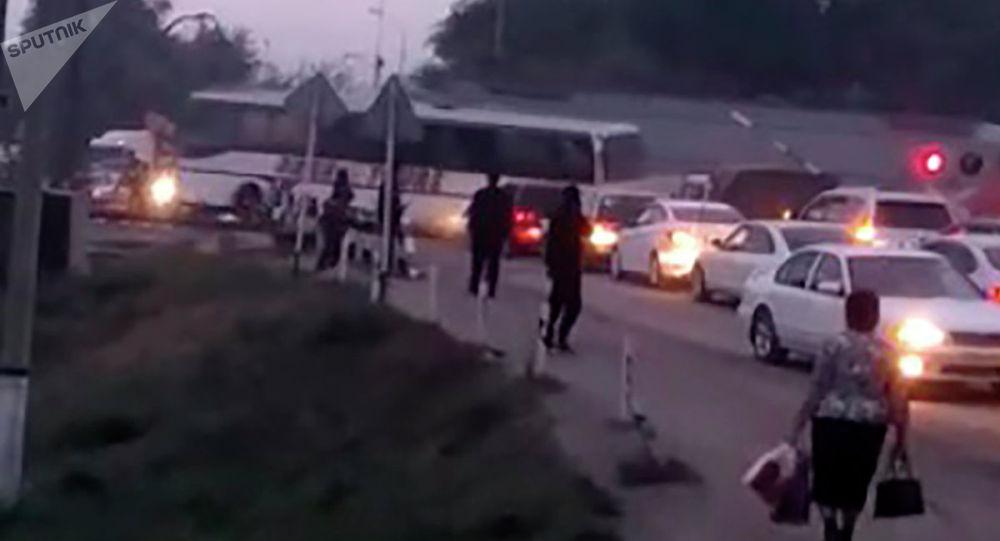 Алматы облысында пойыз автобуспен соқтығысты - видео