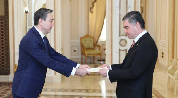 Қазақстан елшісі Түрікменстан президентіне сенім грамоталарын табыс етті