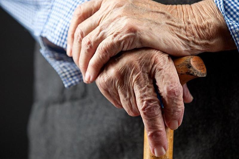 Ақмолада 72 жастағы зейнеткер жасөспірімді соғып мерт қылды