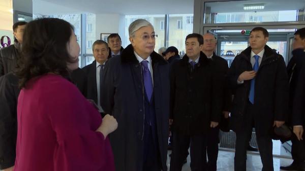 Президент Көкшетаудағы тігіншілерге тарту жасады