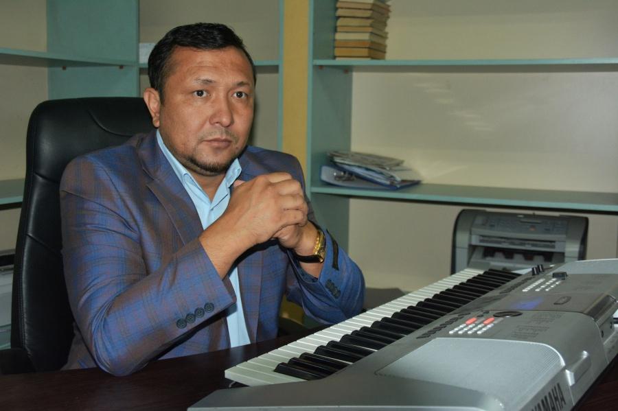 «Хит ән үшін төсекке тартқан қыздар бар»: Сазгер Бауыржан Есебаев сылқымдардың әрекетін жайып салды