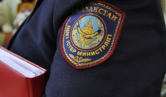 ТҮРКІСТАН: Дәретхананы күзетпеген мұғалімді ұстап әкеткен полицей жұмысынан шеттетілді