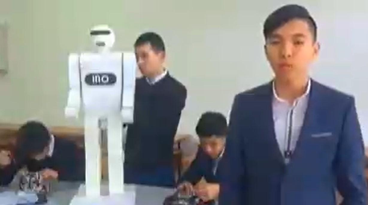 Мегаполистік оқушылар қазақша сөйлейтін робот жасады