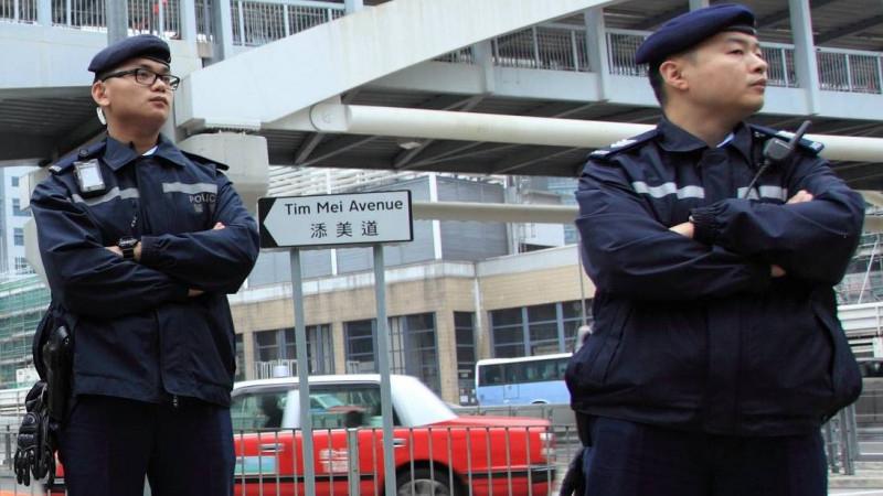 Гонконгте қарулы топ әжетхана қағазын ұрлап кеткен