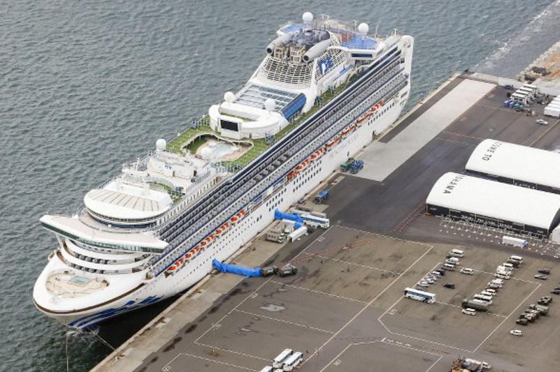 Коронавирус: Круиздік лайнердегі 200-ге жуық адамды елсіз аралға жіберді