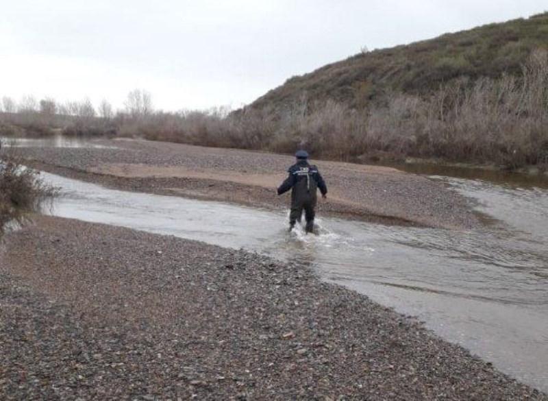 Алматыға өзен сағасын жағалап жасырын өтпекші болған ер адам ұсталды