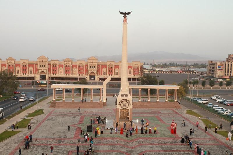 Таразда «Қазақ халқына мың алғыс» монументі бой көтерді
