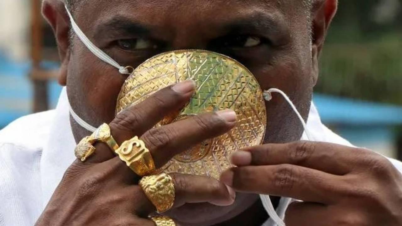 4 мың долларға алтыннан маска жасатқан кәсіпкер қайтыс болды