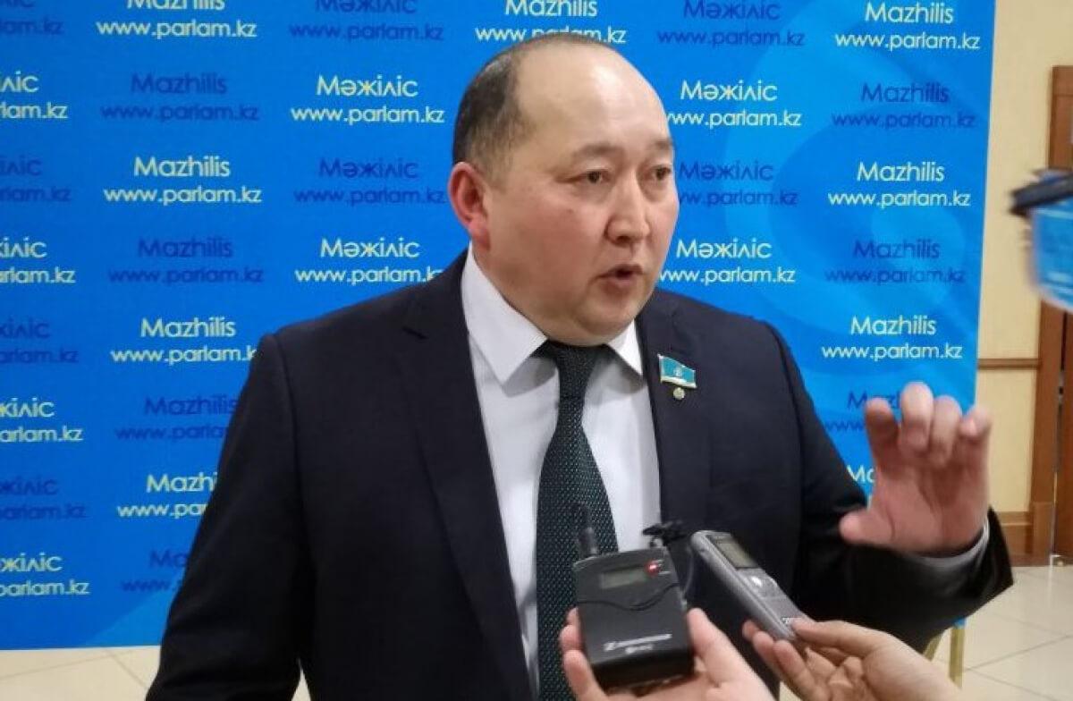 Шекара маңындағы жергілікті халық тек Қытай радиосын тыңдауға мәжбүр – Берік Дүйсенбинов