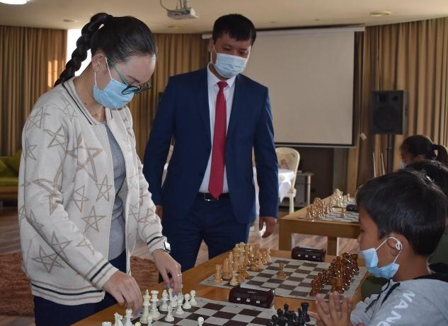 Түркістандық жас шахматшылар гроссмейстермен кездесті
