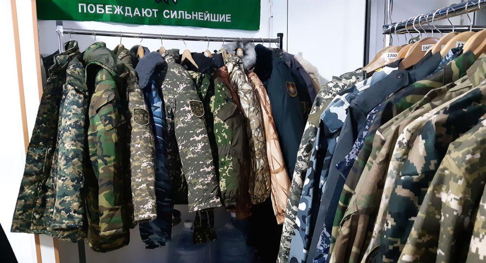 Қорғаныс министрлігі әскери киім киюге тыйым салынғанын ресми түрде жоққа шығарды