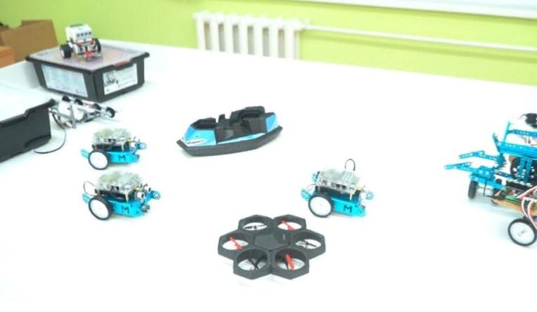 Атырауда мектеп оқушылары робот, дрон  құрастырып шығарып жатыр